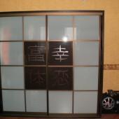 матовый шкаф купе с орнаментом