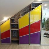шкаф купе с цветными вставками